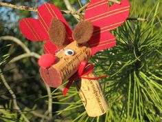 Cork Reindeer Ornament by ScissorsNest on Etsy Wine Cork Ornaments, Reindeer Ornaments, Wine Cork Crafts, Craft Projects, Crafts For Kids, Arts And Crafts, Craft Ideas, Christmas Crafts, Merry Christmas