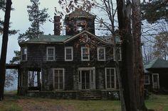 abandoned house..........nice design