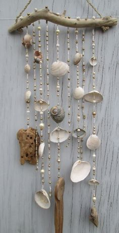 White/Gold DRIFTWOOD Mobile Windchime Suncatcher made with Shells Beads Hemp Upcycled Beach Decor EcoFriendly Bohemian Hippie Surf Source .Informations About 25 + › White/Gold DRIFTWOOD Mobile Windchime Suncatcher made with Shells Beads Hemp Upc… P Seashell Art, Seashell Crafts, Beach Crafts, Kids Crafts, Driftwood Mobile, Driftwood Art, Seashell Mobile, Carillons Diy, Sun Catchers