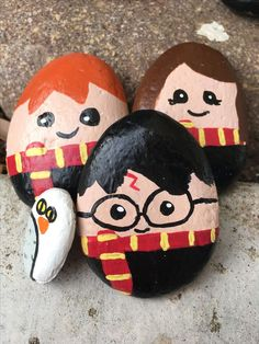 The Harry Potter paints rock trio- Harry Ron and Hermione (with a bonus Hedwig)&; bonus harry h&; The Harry Potter paints rock trio- Harry Ron and Hermione (with a bonus Hedwig)&; bonus harry h&; Rock Painting Patterns, Rock Painting Ideas Easy, Rock Painting Designs, Painting For Kids, Painting Ideas For Beginners, Pebble Painting, Pebble Art, Stone Painting, Rock Art Painting