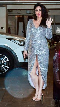 Most Beautiful Bollywood Actress, Bollywood Actress Hot Photos, Indian Actress Hot Pics, Indian Bollywood Actress, Bollywood Girls, Bollywood Fashion, Indian Actresses, Kareena Kapoor Bikini, Kareena Kapoor Pics