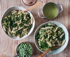 Pea and Spinach Pesto Pasta. Use creamy avocado sauce from the (zucchini noodles) instead of pesto. Spinach Pasta Recipes, Pesto Spinach, Veggie Recipes, Whole Food Recipes, Vegetarian Recipes, Healthy Recipes, Basil Pesto, Pasta Al Pesto, Recipes