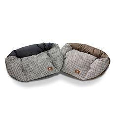 Hemp Tuckered Out - Designed to accommodate older dogs and newborn puppies, these super snuggly and naturally odor resistant dog begs are filled with 100% recycled polyfill so they won't bunch or flatten – even with extreme use. The natural hemp cover zips off for easy washing and just gets softer over time. Hand-sewn in the US, the Hemp Tuckered Out Bed provides an antimicrobial cushioned haven for your pooch.