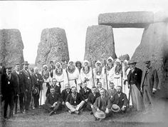 The Oxford druids, part of the Ancient Order of Druids, within the stones at Stonehenge. Date Taken: 1905 Reference Number: Summer And Winter Solstice, Germanic Tribes, Picts, Stonehenge, World History, Ancient History, Occult, Vintage Advertisements, Pagan