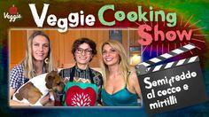 Dessert crudista al Veggie Cooking Show! Lumy è la prima ospite della serie e prepara un cuoricino di dolce raw: una preparazione a base di cocco, mirtilli e altri ingredienti tipici della cucina senza fornelli: http://veggiechannel.com/video/ricette-vegane-e-vegetariane/veggie-cooking-show-semifreddo-cocco-mirtilli