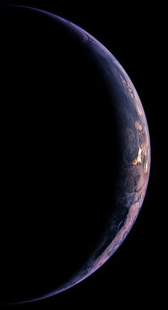 A crescent Earth is seen by the Wide Angle Camera on the Rosetta spacecraft. just beautiful! Carl Sagan Cosmos, Interstellar, Fotografia Online, Amoled Wallpapers, Space And Astronomy, Hubble Space, Space Telescope, Earth From Space, To Infinity And Beyond