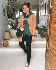 Fernanda Pontelo (@fepontelo) • Fotos e vídeos do Instagram Winter Coat, Foto E Video, Outfit Of The Day, Sims, 21st, Bomber Jacket, Ootd, Street Style, Stylish