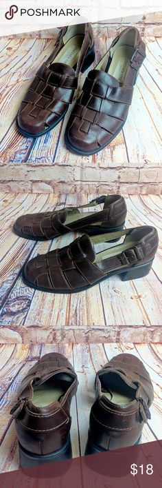 JONES NEW YORK SPORT SANDALS SIZE 8.5 Brown leather upper sandals, Made in Brazil.  Very good preowned condition. Heel is 2 inches. Jones New York Shoes Sandals