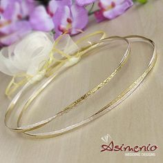 Στεφανα γάμου σφυριλατα διχρωμα Wedding Wreaths, Bangles, Bracelets, Wedding Inspiration, Fedoras, Gold, Jewelry, Weddings, Jewels