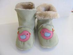 Stiefel & Booties - Winter Krabbelschuhe Hausschuhe Gr.23/24 Vogel - ein Designerstück von lederpuschen_krabbelpuschen bei DaWanda