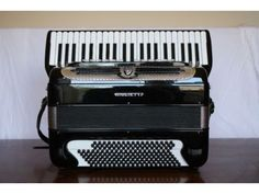 Giulietti, USA and Italy (1950s) Model with bassetti.: