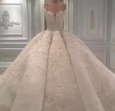 Stunning sweetheart lace appliques court train wedding dress 2017 princess style ball gown bridal gown