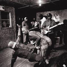 Juke Joint é o nome dado aos inferninhos de música negra, e o provável berço do Blues.