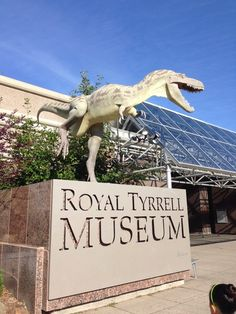 Royal Tyrrell Museum of Paleontology in Drumheller, AB. This is a world class facility, well worth spending a day here. Drumheller Alberta, Places To Travel, Places To Visit, Canadian Travel, Canadian Rockies, Alberta Travel, Canada 150, Western Canada, Alberta Canada