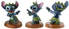 Image from http://images5.fanpop.com/image/photos/26100000/Walt-Disney-Figurines-walt-disney-characters-26119594-1916-806.jpg.