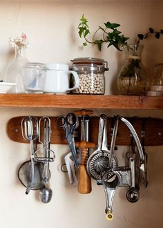 Like the hanging utensils under the shelf idea!
