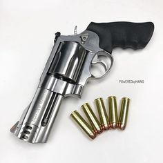 Smith & Wesson 500 Magnum 🙌🏻 with a barrel. Smith And Wesson Revolvers, Smith N Wesson, Weapons Guns, Guns And Ammo, Hand Cannon, Revolver Pistol, Fire Powers, Assault Rifle, Cool Guns