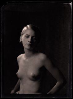 Usually it's Lee Miller by Man Ray, but this time it's a portrait from 1920 by Arnold Genthe. Martha Graham, Lee Miller, Man Ray, Nude Photography, Vintage Photography, Portrait Photography, Monochrome Photography, 1920s Photos, News Fashion