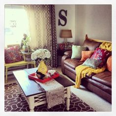 Living Room on a Budget.cute way to make my leather furniture more feminine if I ever get to make my living room girly Living Room On A Budget, My Living Room, Home And Living, Living Room Decor, Brown Couch Living Room, Living Room Inspiration, Home Decor Inspiration, Shabby Chic Vintage, Muebles Living