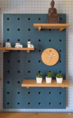 Plywood clock for pegboard organizer. Accessories for pegboards. - commercial office interior o Pegboard Craft Room, Pegboard Display, Pegboard Organization, Kitchen Pegboard, Craft Rooms, Wooden Pegboard, Organizing Tips, Organization Ideas, Etagere Design