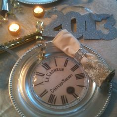 New Year's table ~ Cut out picture of clock and tape or glue to charger, then use glass plates on top.