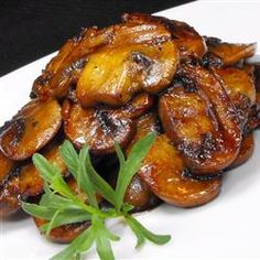 Mushrooms with a Soy Sauce Glaze Recipe Side Dishes with butter, white mushrooms, garlic, soy sauce, ground black pepper Side Dish Recipes, Vegetable Recipes, Vegetarian Recipes, Cooking Recipes, Healthy Recipes, Veggie Food, Meat Recipes, Food Food, Soy Sauce Glaze Recipe