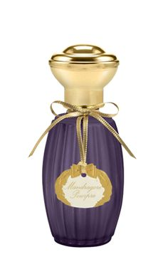 Mandragore Pourpre Annick Goutal - Fascinated by the mandrake, known for its therapeutic and alleged aphrodisiac properties since the Middle Ages, Camille Goutal and Isabelle Doyen have created Mandragore Pourpre : a fragrance that fuses aromatic and cyprus scents.  Illustrating a darker and more mysterious facet of the mandrake, this new perfume is different from the original Mandragore whose fragrancy is based on refreshing and woody scents. A contrasting interpretation for an ode to…