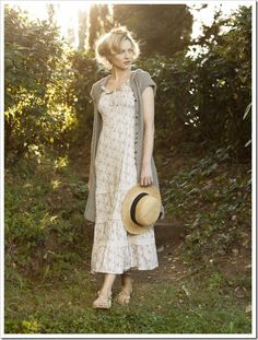 A loose, lacy white dress is the most basic mori starting place for an outfit. Here it is combined with a long short-sleeved cardigan. Modest Dresses, Modest Outfits, Modest Fashion, Casual Dresses, Fashion Dresses, Pretty Outfits, Pretty Dresses, Before And After Weightloss, Simple Sandals