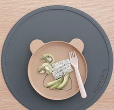 Uusia tuotteita valikoimassa: Baby Wallaby ruokailualustat!  Silikoninen alusta suojaa pöytää ja pitää kipot paikallaan kun syömisen opettelu on vauhdikkaimmillaan! Tutustumistarjouksena nyt ruokailualustat -15% ALEKOODILLA uuttamammasilla  #mammasfi #vauva #vauvatarvikkeet #ruoka #ruokailu #perhe #arki #sormiruokailu #sormiruokaa #babywallaby #alekoodi #tarjous #uutuus #vauva2018 #vauva2019 Tray, Instagram, Board