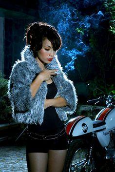 femme et moto   honda CB400S ?