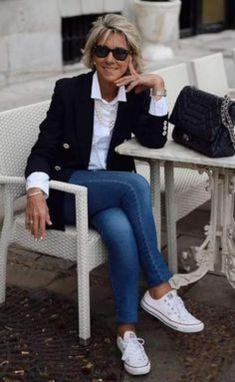 Moda anti-idade: Jeans combina com. tudo - Moda anti-idade: Jeans combina com… tudo, Sie sind an der richt - Casual Work Outfits, Mode Outfits, Stylish Outfits, Fashion Outfits, Fashion Boots, Fashion Hacks, Skirt Outfits, Fashion Jeans, Winter Outfits