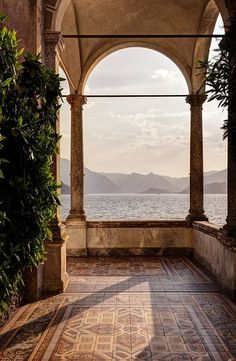View of Lake Como from Villa Monastero Located in Varenna, Italy this estate goes on and one for what seems to be forever. The sun was almost down by the time I made it to the train. italy View of Lake Como from Villa Monastero - Battered Luggage Places To Travel, Travel Destinations, Places To Visit, Beautiful World, Beautiful Places, Peaceful Places, Comer See, Travel Aesthetic, Travel Inspiration