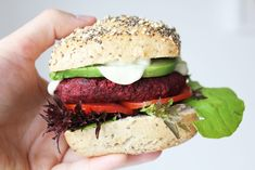 Beet is certainly one of my favourite ingredients for plant-based burgers. It adds a nice colour and earthy flavour. Try this lovely beet burger! Vegan Beet Burger, Plant Based Burgers, Food N, Vegan Dinners, Beets, Vegan Recipes, Vegan Food, Salmon Burgers, Hamburger