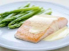 Fish with creamy white wine sauce - Atıştırmalıklar - Las recetas más prácticas y fáciles Easy Chicken Recipes, Pork Recipes, Cooking Recipes, Grilled Fish Recipes, Salmon Recipes, Creamy White Wine Sauce, Vegetables For Babies, Sprout Recipes, Beef And Noodles