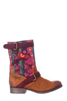 Desigual women's Sascha boots. Adjustable with top buckle. Available in leather and made in Spain. Heel height: 3.5 cm. / 1.4