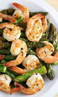 Shrimp and Asparagus Stir Fry with Lemon Sauce. A healthy dinner recipe for any weeknight. Shrimp is a low calorie, high protein seafood that is perfect with vegetables. Pin now to make this healthy recipe later. Asparagus Stir Fry, Shrimp And Asparagus, Recipe For Asparagus, Shrimp And Green Beans, Lemon Asparagus, Garlic Shrimp, Fish Recipes, Paleo Recipes, Cooking Recipes