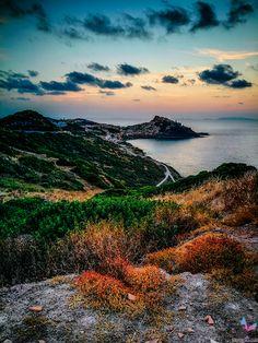 """Karibische Traumstrände, umgeben von unendlichem blauem Wasser, viele Hügellandschaften und Berge zum Erklimmen, Traumurlaub zu einem erschwinglichen Preis – so ungefähr könnte man die Traumurlaubsdestination """"Sardinien"""" in kurzen Worten beschreiben. Strand, Mountains, Nature, Travel, Europe, Photos, Sardinia, Caribbean, Water"""