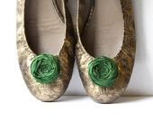 Super-fantastic flower clips for shoes! It's that easy to change the look of your shoes!