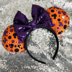 disney halloween - Purple and Orange Mickey Halloween mouse ears. These are perfect for the Hallowe. Mickey Mouse Headband, Disney Minnie Mouse Ears, Diy Disney Ears, Disney Headbands, Minnie Mouse Costume, Disney Diy, Disney Halloween Ears, Halloween Headband, Disneyland Halloween