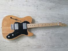 Telecaster '72 Thinline w/ black pickguard.