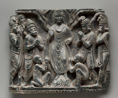The Great Miracle at Shravasti.(1st century-320). Pakistan, Gandhara.After the Buddha reached enlightenment, he spent the remainder of his life traveling around northeastern India, giving teachings and performing miracles in order to convert followers and establish the Buddhist community. One of his most famous miracles is when he levitated and caused fire to leap from his shoulders and water to flow from his feet. The figures of two monks kneel in worship.