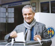 Cazul Vladimir Plahotniuc scoate la iveală sistemul corupt din instituțiile statului. Niciun cetățean nu are dreptul să aibă două identități în mai multe țări. În România, se poate! - Atât timp cât și-a schimbat numele în Vlad Ulinici și este cetățean român, legea îl obliga pe controversatul afacerist de peste Prut să aibă aceeași identitate și în țara sa de origine. ...