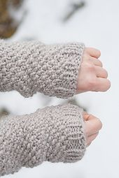 Pearl wrist warmers pattern by Magdalena Roslaniec