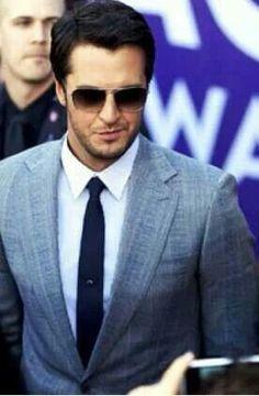 Luke Bryan in a suit ❤️