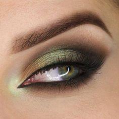 Green and gold smokey eye makeup tutorial // For Baylor events! Green Eyeshadow Look, Makeup Geek Eyeshadow, Makeup For Green Eyes, Eye Makeup Tips, Smokey Eye Makeup, Eyeshadow Looks, Skin Makeup, Makeup Inspo, Makeup Inspiration