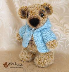 Teddy Bear Amigurumi - Free Russian Pattern here: http://world-hmade.ru/masterclass/crochetbear2.php