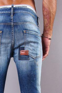 Jeans DsquaredCool Guy Bleu clair http://www.dimicheli.com/nouveautes/homme/jeans/jeans-cool-guy-bleu-tatoo-387-26918.htm
