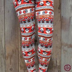 Do you want to build a snowman? Covered in mittens, snowflakes and, of course, snowmen, these leggings have everything it takes to be ready for your upcoming holiday adventures!