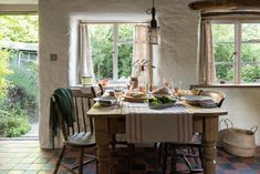 Wye Valley Luxury Self-Catering Country Cottage Near Hereford Cottages Scotland, Cornwall Cottages, Scotland Uk, Country Cottage Interiors, Cottage Homes, Country Cottage Kitchens, Irish Cottage Decor, Rustic Kitchen, Dream House Interior