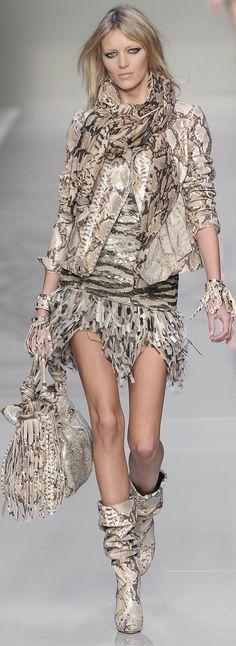 Blumarine http://www.pinterest.com/olgadelcampo/leopard-print-haute-couture/
